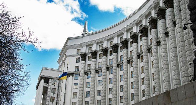 Официально: Кабинет министров ввел режим чрезвычайного положения по всей территории Украины на 30 суток, и продлил карантин до 24 апреля