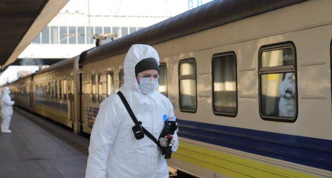 Спецпоезд везет из Польши в Украину более 500 украинцев