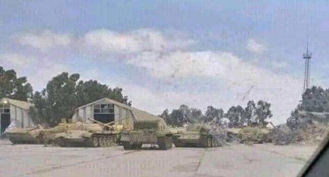 «Позорное фиаско РФ в Ливии. Бежали, бросив самолеты и танки»: ВВС Турции разбомбили и захватили военную базу ЧВК «Вагнер»