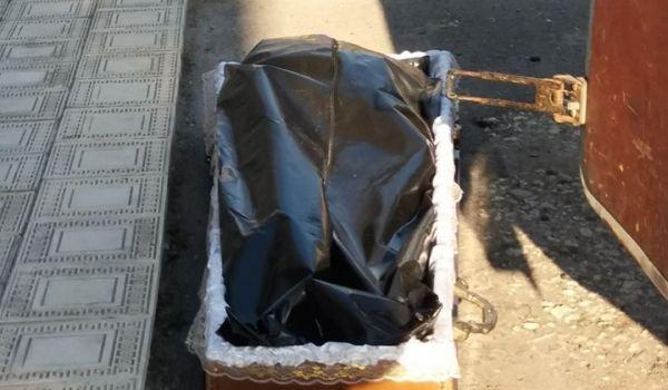 «Ужасная история»: Родственников заставили самостоятельно выносить тело мужчины в мешке, умершего от коронавируса