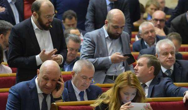 Депутаты ВР могут остаться без зарплаты: подробности громкой инициативы