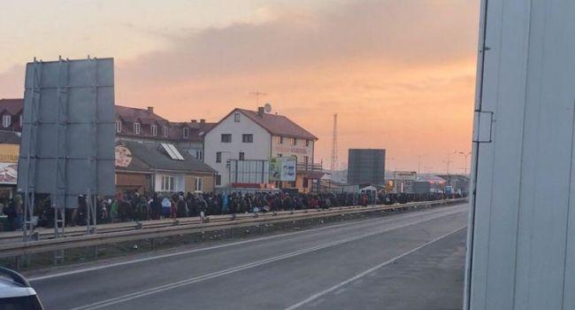 Тысячи заробитчан штурмуют польско-украинскую границу, людей никто не осматривает и толком не проверяет