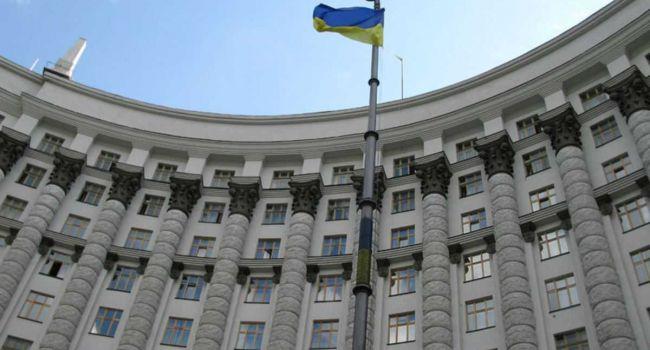 Есть много механизмов спасения украинской экономики, но правительство их в упор не видит, и ведет страну по минному полю - мнение