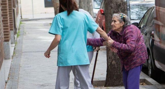 «Начнут вымирать один за одним, как в Италии»: Пенсионерам нужно срочно сидеть дома