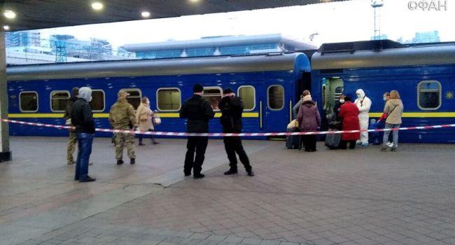 «Последняя эвакуация»: 700 украинцев прибыли из Москвы в Украину