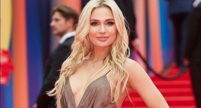 «Какая красивая фигура»: звезда сериала «Универ» восхитила сеть в мини-платье