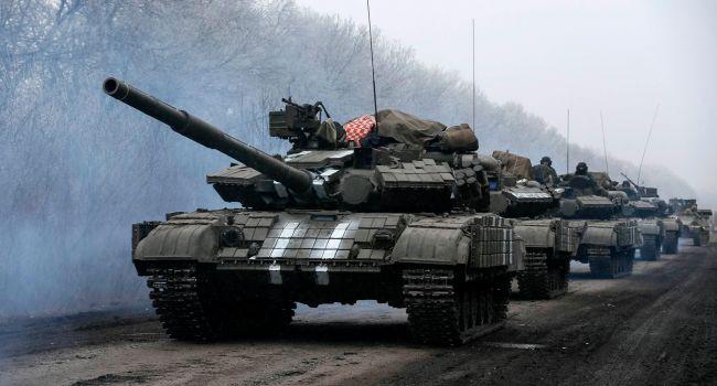 «Полномасштабного вторжения не миновать?»: Москва экстренно перебросила на Донбасс крупную партию танков и десятки вагонов боеприпасов