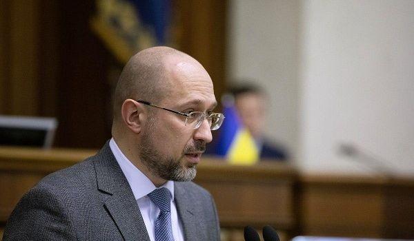 «Украина не может полгода не работать и смотреть телевизор на диване»: Шмыгаль заявил о возможном ослаблении карантина