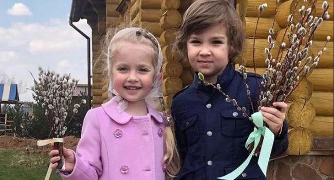 «Вирус боится горячего»: дети Пугачевой и Галкина дали рекомендации по борьбе с коронавирусом thumbnail