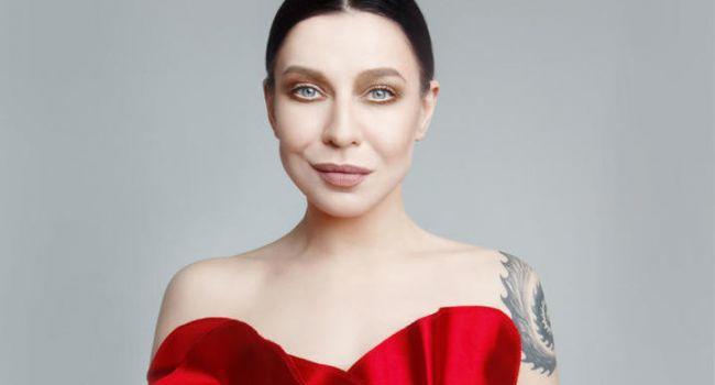 «Костюм с Валуева сняла»: певица Елка удивила сеть своим внешним видом thumbnail