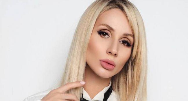 «Вы безумно красивая женщина»: Светлана Лобода сменила прическу во время карантина и похвасталась огромной грудью на камеру thumbnail