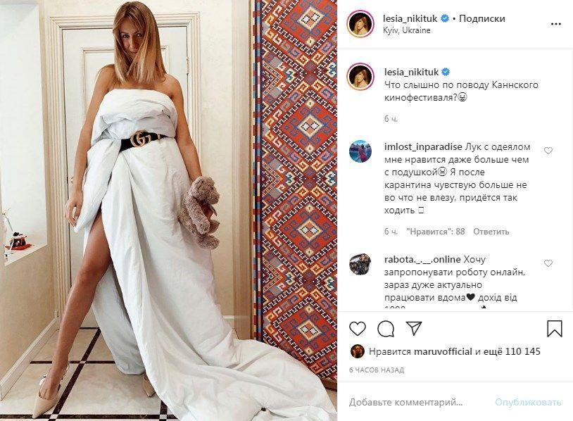 «На красную дорожку срочно эту богиню»: Леся Никитюк всполошила сеть фото, позируя в платье-одеяле