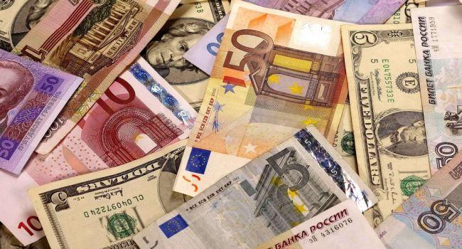Рекордное падение за 5 лет: российский рубль обвалился на торгах