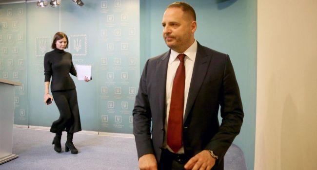 Вместо того, чтоб уменьшить свои траты Офис президента решил еще денег попросить: Зеленскому и Ермаку срочно нужен ремонт
