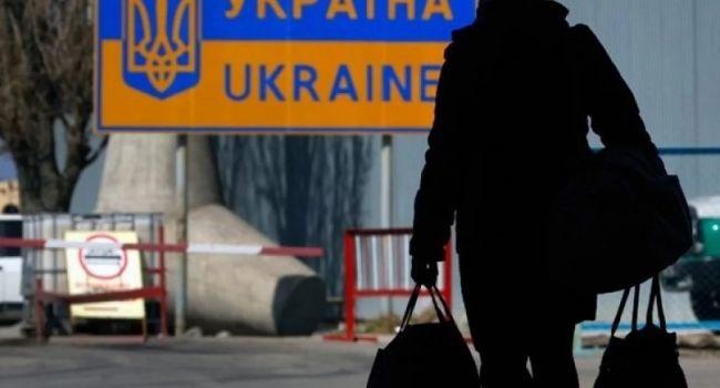 Эксперт: когда заробитчане присылали по 12 млрд долларов в год, тогда все их любили, а как теперь возвращаться им, то треть украинцев против