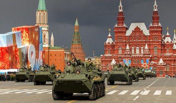 Кремль не исключает, что парад Победы перенесут на осень