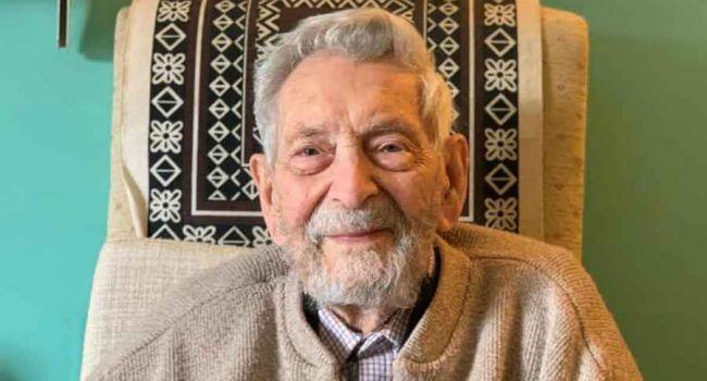 Старейшим мужчиной на планете официально признали жителя Великобритании