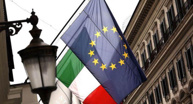 После отказа Брюсселя: в Италии начали снимать флаги Евросоюза