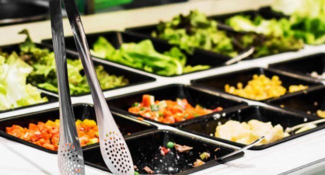 Стало известно, почему следует отказаться от употребления магазинных салатов