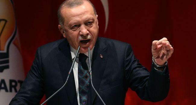 «Строго запретили»: Эрдоган запретил туркам младше 20 лет выходить на улицу