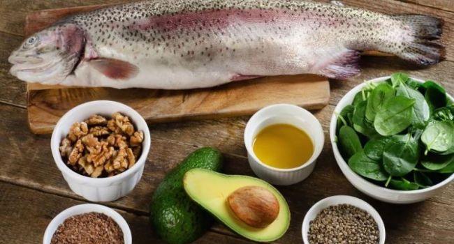 Бессонница, утомляемость и проблемы с кожей: медики назвали основные симптомы дефицита жирных кислот в организме