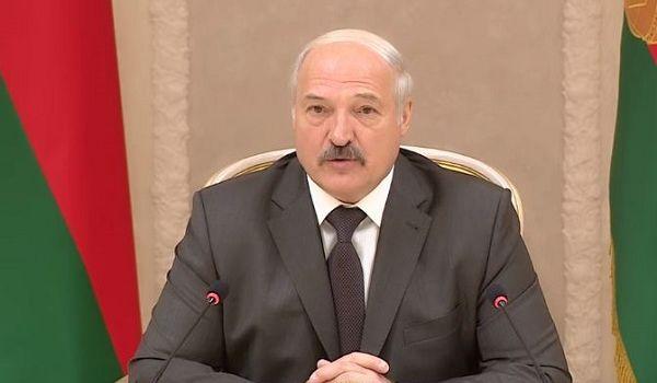 Лукашенко о том, почему в Беларуси не ввели карантин: «Жрать что будем?»