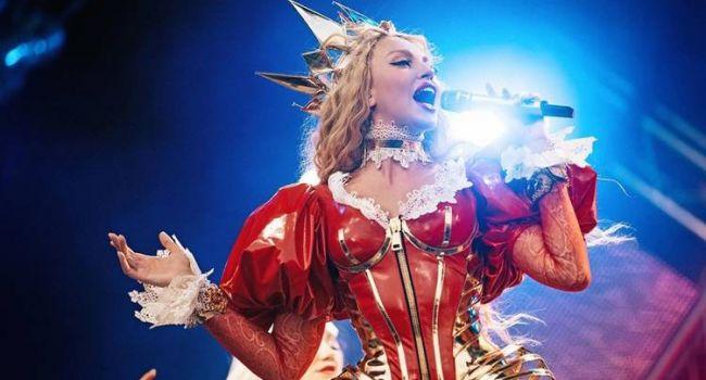 «То есть нам как не помогали, так и не помогают, а только вставляют палки в колеса»: Оля Полякова резко высказалась об украинском шоу-бизнесе