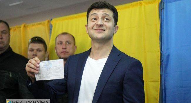 Это рекорд: украинцам понадобился всего год, чтобы разочароваться в русскоговорящем патриоте Зеленском и начать его ненавидеть