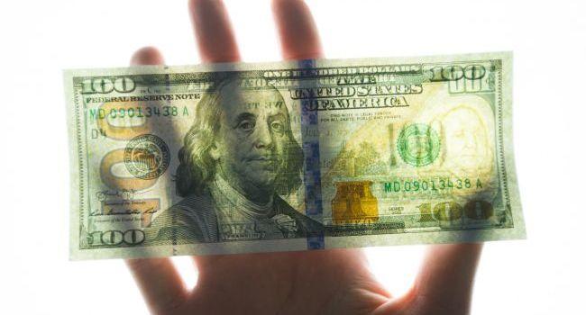 Аналитик: курс доллара продолжит снижаться в дальнейшем