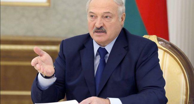 Рецепт от Лукашенко в борьбе с COVID-19: помогают водка, трактор и футбол