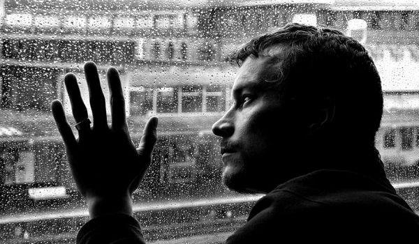Ученые установили, кому лучше удается переносить одиночество