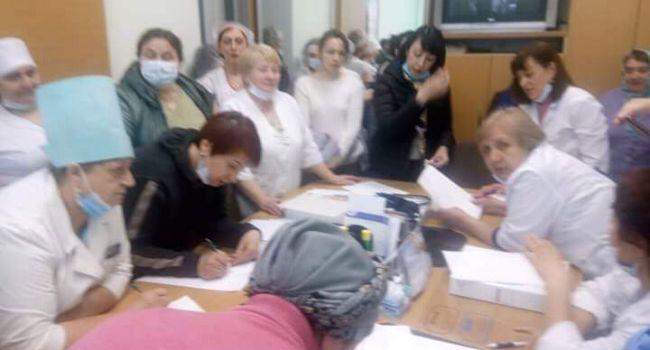 «Медики продолжают заражаться коронавирусом»: В Житомирской области инфицированы 12 медиков