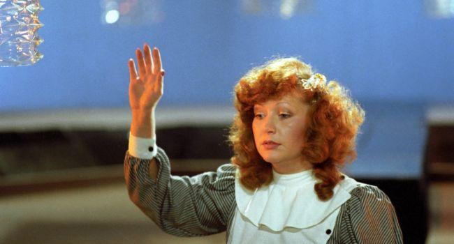 Примадонне - 71 год: как с годами менялась внешность Пугачевой из-за пластических операций