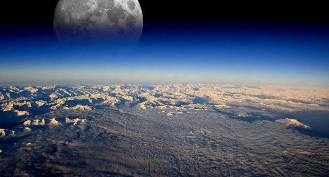 Всего за пару лет: телескоп запечатлел падение сотни метеоритов на Луну