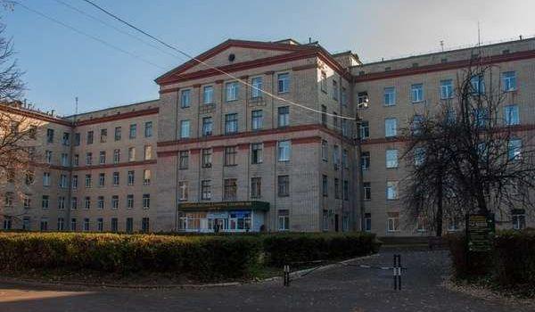«Заразились все»: Киевскую городскую клиническую больницу №6 закрыли из-за вспышки коронавируса