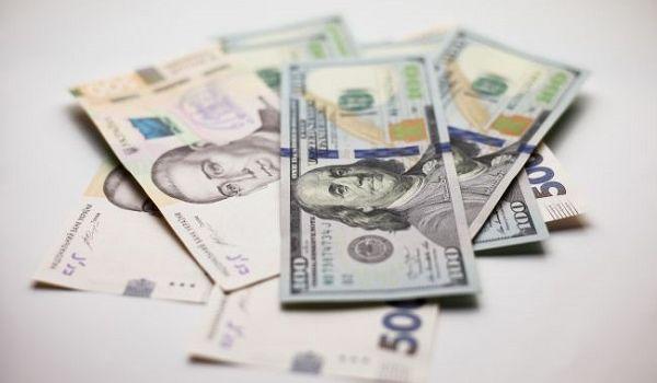 Нацбанк на сегодня в очередной раз повысил курс доллара