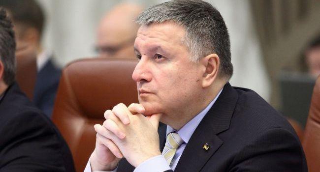 Аналитик: пришло время Арсену Борисовичу объявить о переходе в жесткую оппозицию к «зеленому режиму»