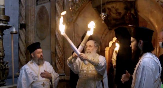 Христос Воскрес! В Иерусалиме зажгли только что Благодатный огонь