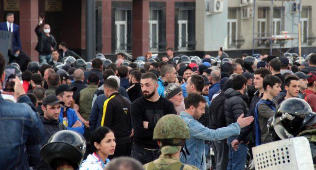 «Побоище ОМОНА и Росгвардии во Владикавказе»: Путин стянул к городу войска, летают вертолеты
