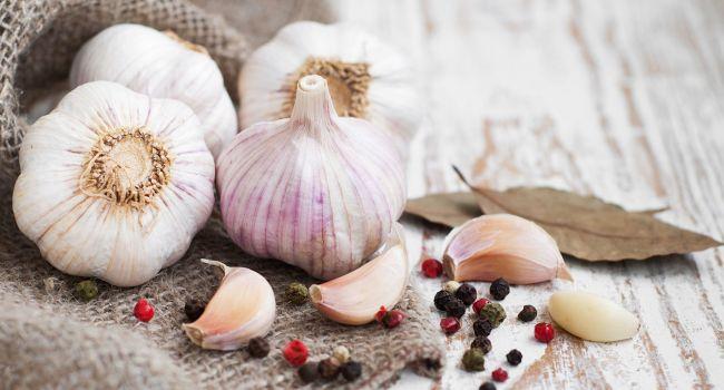Главный доктор на кухне: эксперты назвали самые полезные свойства чеснока