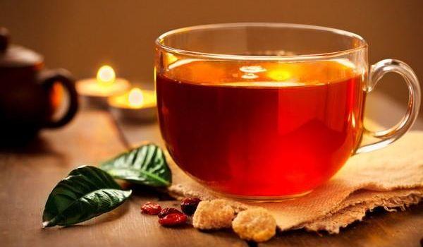 Ученые предупредили об опасности употребления чая с молоком
