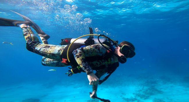 Напоминает аэропорт: археолог обнаружил подводное сооружение на дне океана