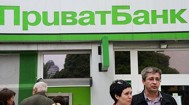 Клиенты ПриватБанка начали жаловаться на незаконное списание средств