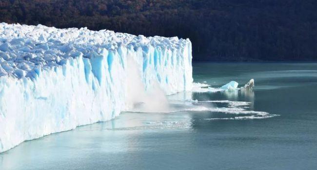 Раскололся на мелкие части: ученые сообщили о катастрофическом происшествии в Антарктиде