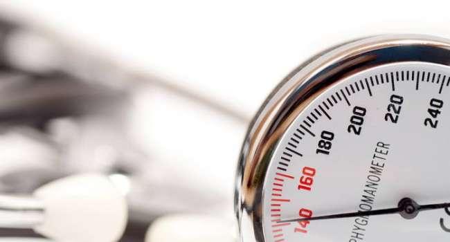 «Стрелка на 160?»: Медики назвали самые быстрые способы снизить давление в домашних условиях