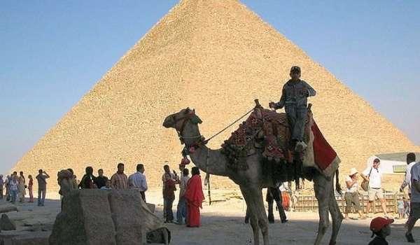 Отдых в Египте отменяется: власти страны на три месяца продлили режим ЧП