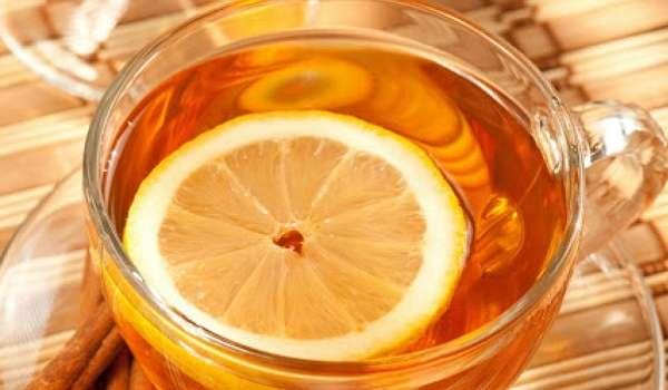 Стало известно, кому противопоказан чай с лимоном
