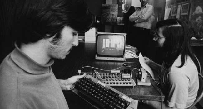 Как родилась «Великая компания Apple». Интересная история началась в гараже 1 апреля 1976 года