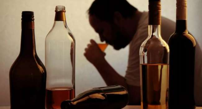 Это несовместимо: эксперты назвали заболевания, при которых нельзя употреблять спиртное