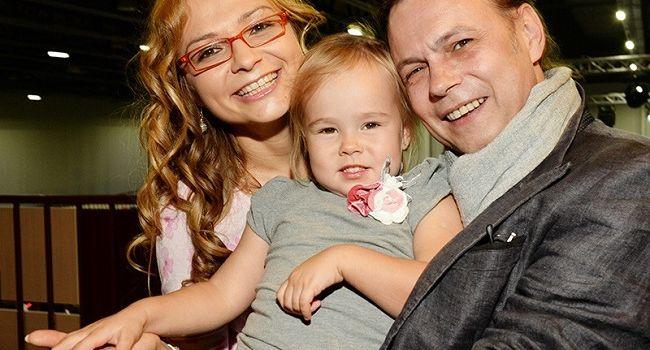 У дочери бывшего солиста группы «На-на» диагностировали рак мозга thumbnail